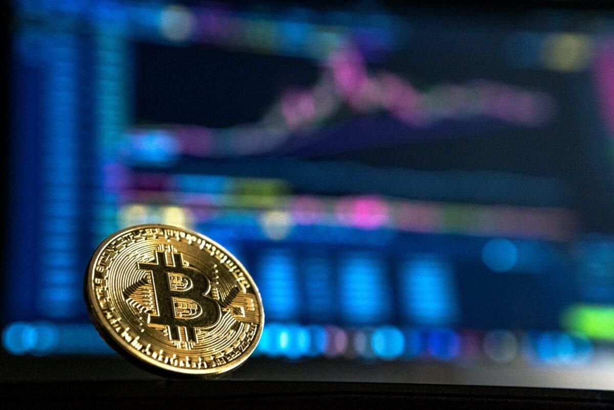 bitcoin och datorskärm
