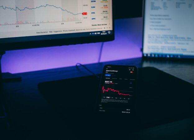 aktier på skärmar